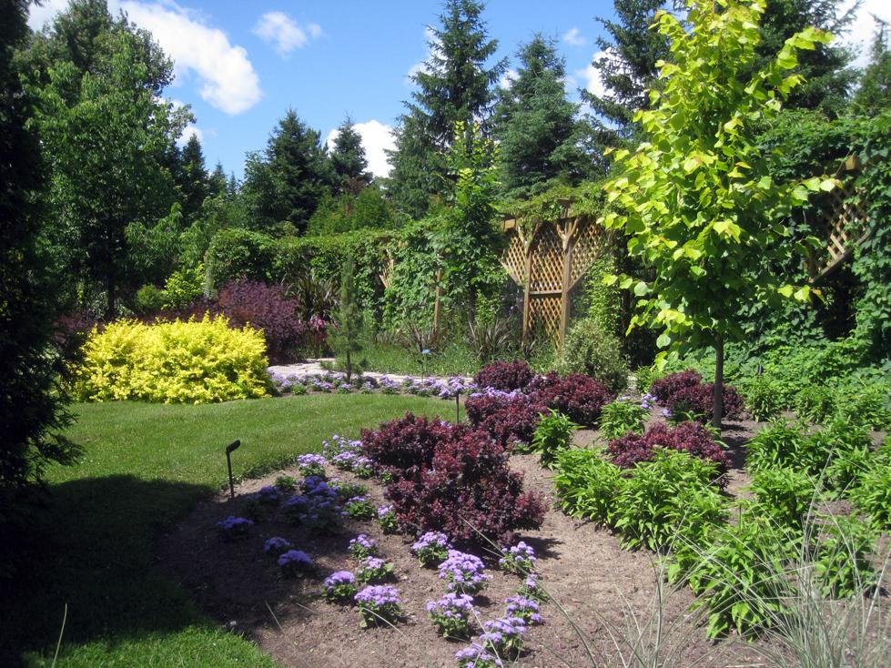 Am nagement paysager fleurs et sentier p destre et aire for Jardin scullion